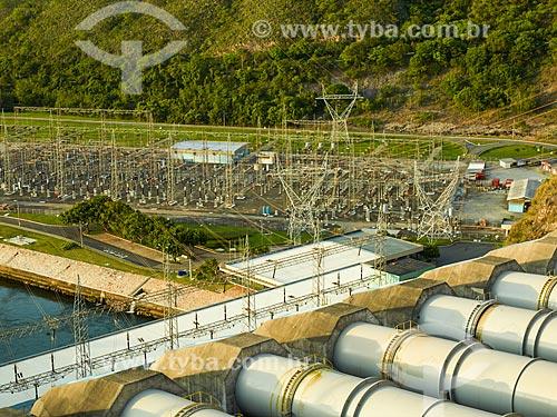 Assunto: Dutos da casa de força da Usina Hidrelétrica de Furnas com a subestação ao fundo / Local: São José da Barra - Minas Gerais (MG) - Brasil / Data: 12/2013