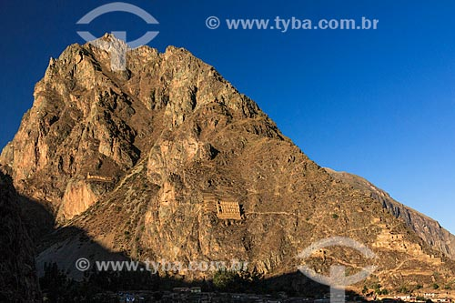 Assunto: Ruínas incas no povoado de Ollantaytambo - Montanha Pinkuylluna  nos Andes peruanos - Vale Sagrado dos Incas / Local: Peru - América do Sul / Data: 07/2012