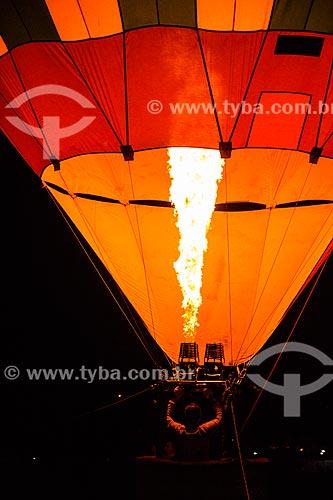 Assunto: Balão subindo nas proximidades da Estrada de Ferro Madeira-Mamoré - evento para promoção de expedição para o Peru / Local: Porto Velho - Rondônia (RO) - Brasil / Data: 11/2012