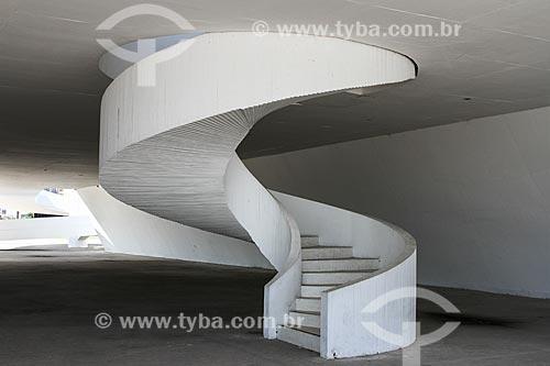 Assunto: Escadaria no hall principal do Teatro Popular de Niterói (2007) - também conhecido como Teatro Popular Oscar Niemeyer / Local: Niterói - Rio de Janeiro (RJ) - Brasil / Data: 08/2013