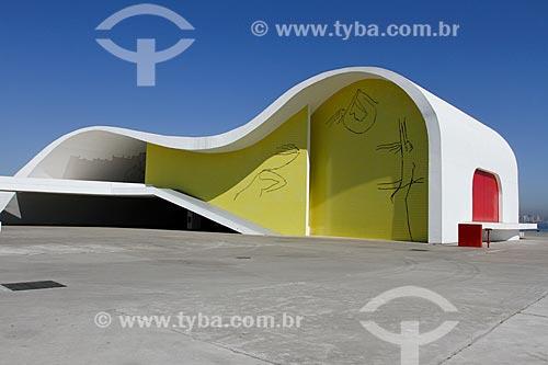 Assunto: Teatro Popular de Niterói (2007) - também conhecido como Teatro Popular Oscar Niemeyer - parte do Caminho Niemeyer / Local: Brasília - Distrito Federal (DF) - Brasil / Data: 08/2013