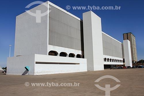Assunto: Fachada da Biblioteca Nacional de Brasília (2006) - parte do Complexo Cultural da República João Herculino / Local: Brasília - Distrito Federal (DF) - Brasil / Data: 08/2013