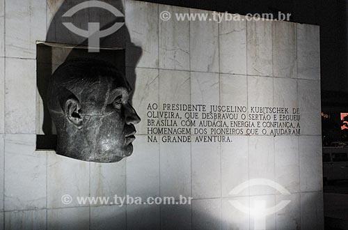 Assunto: Escultura da Cabeça de JK em frente ao Museu da Cidade (1960) / Local: Brasília - Distrito Federal (DF) - Brasil / Data: 08/2013