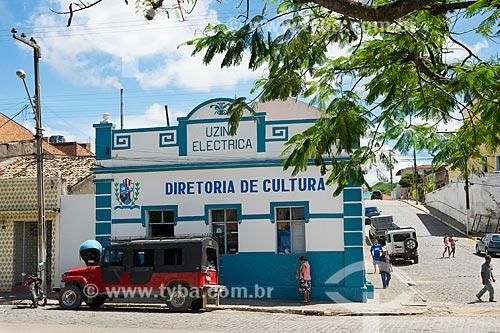 Assunto: Toyota Bandeirante estacionada em frente a Diretoria de Cultura de Brejo da Madre de Deus / Local: Brejo da Madre de Deus - Pernambuco (PE) - Brasil / Data: 01/2014