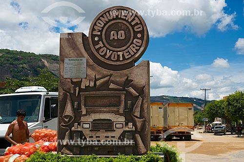 Assunto: Monumento ao Toyoteiro (2000) / Local: Brejo da Madre de Deus - Pernambuco (PE) - Brasil / Data: 01/2014