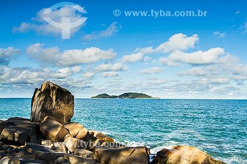 Assunto: Praia do Morro das Pedras com a Ilha do Campeche ao fundo / Local: Florianópolis - Santa Catarina (SC) - Brasil / Data: 12/2013