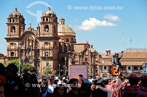 Vista da Iglesia de la Compañía de Jesús (Igreja da Companhia de Jesus) na Plaza de Armas (Praça das Armas) durante o Inti Raymi - festival religioso da civilização Inca em homenagem a Inti, o deus-sol, que marca o solstício de inverno  - Peru