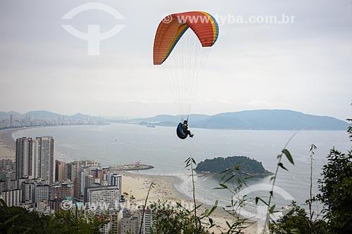 Assunto: Voo de parapente com a Baía de São Vicente ao fundo / Local: Santos - São Paulo (SP) - Brasil / Data: 12/2013