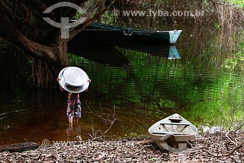 Assunto: Menino no Lago do Ariaú / Local: Iranduba - Amazonas (AM) - Brasil / Data: 10/2013