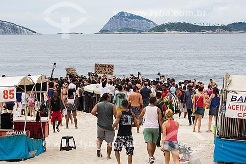 Assunto: Toplessaço - Topless coletivo como forma de protesto pela necessidade de naturalizar o corpo feminino e não vê-lo apenas como um objeto / Local: Ipanema - Rio de Janeiro (RJ) - Brasil / Data: 12/2013