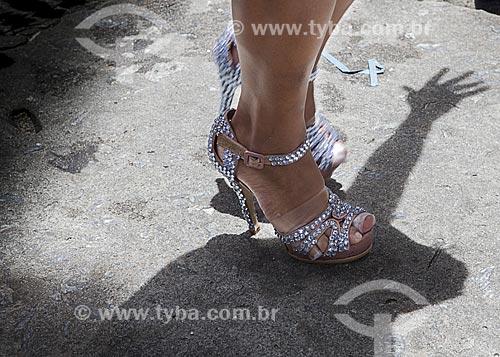 Assunto: Detalhe dos pés de mulher durante o desfile do bloco de carnaval de rua Cardosão de Laranjeiras / Local: Copacabana - Rio de Janeiro (RJ) - Brasil / Data: 02/2012
