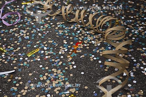 Assunto: Confetes e serpentinas durante o desfile do bloco de carnaval de rua Galinha do meio-dia / Local: Copacabana - Rio de Janeiro (RJ) - Brasil / Data: 02/2012