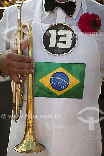 Assunto: Músico durante o desfile do bloco de carnaval de rua Galinha do meio-dia / Local: Copacabana - Rio de Janeiro (RJ) - Brasil / Data: 02/2012