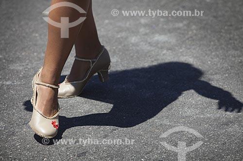 Assunto: Detalhe dos pés de mulher durante o desfile do bloco de carnaval de rua Me esquece / Local: Jardim Botânico - Rio de Janeiro (RJ) - Brasil / Data: 02/2012