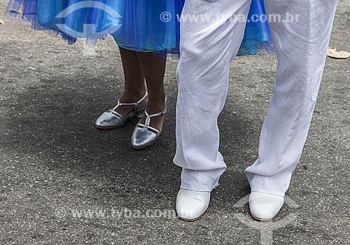 Assunto: Detalhe de casal de passistas durante o desfile do bloco de carnaval de rua Timoneiros da viola / Local: Jardim Botânico - Rio de Janeiro (RJ) - Brasil / Data: 02/2012