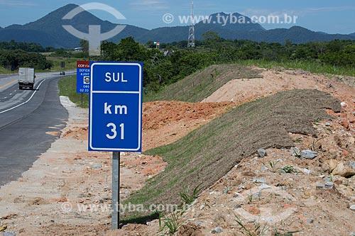 Assunto: Plantio de grama no Km 31 direção sul na Rodovia RJ-124 (Via Lagos) / Local: Rio de Janeiro (RJ) - Brasil / Data: 12/2013