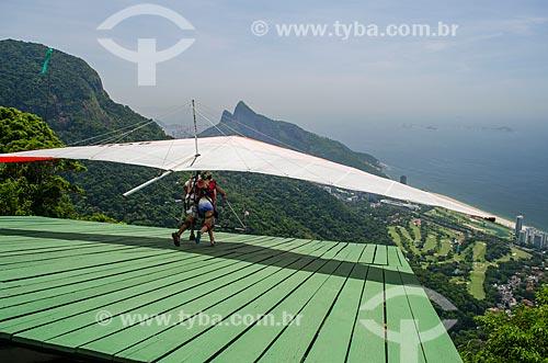 Assunto: Voo duplo de asa delta na rampa da Pedra Bonita / Local: São Conrado - Rio de Janeiro (RJ) - Brasil / Data: 01/2014