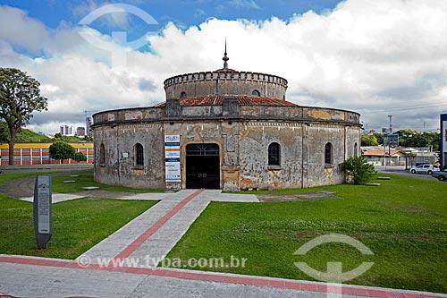 Assunto: Fachada do Teatro Paiol (1874) - antigo arsenal de pólvora e munições do Exército Brasileiro / Local: Curitiba - Paraná (PR) - Brasil / Data: 12/2013
