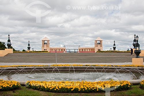 Assunto: Fonte no Parque Tanguá com o mirante ao fundo / Local: Curitiba - Paraná (PR) - Brasil / Data: 12/2013
