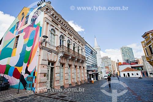 Assunto: Casa Hoffmann (1890) - sede do Centro de Estudos do Movimento - à esquerda - com o Largo da Ordem no fundo / Local: Largo da Ordem - Curitiba - Paraná (PR) - Brasil / Data: 12/2013