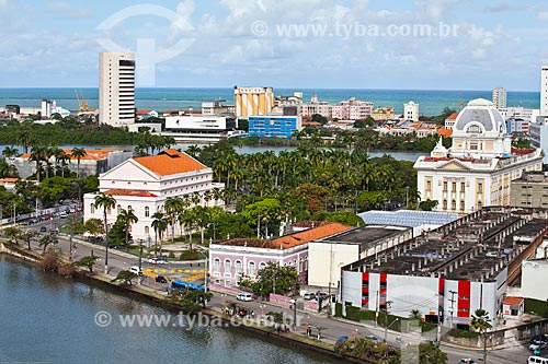 Assunto: Vista do Teatro Santa Isabel (1850) - à esquerda - com o Palácio da Justiça - à direita / Local: Recife - Pernambuco (PE) - Brasil / Data: 11/2013