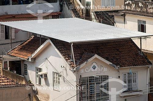 Assunto: Estrutura metálica em cima do telhado de uma casa / Local: Santa Teresa - Rio de Janeiro (RJ) - Brasil / Data: 05/2011