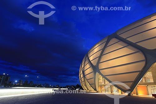 Assunto: Iluminação na fachada da Arena da Amazônia Vivaldo Lima (2014) / Local: Manaus - Amazonas (AM) - Brasil / Data: 03/2014