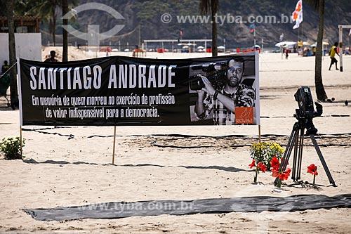 Assunto: Homenagem à Santiago Andrade - cinegrafista morto durante protestos no Rio de Janeiro - na Praia de Copacabana realizada pela ONG Rio de Paz / Local: Copacabana - Rio de Janeiro (RJ) - Brasil / Data: 02/2014
