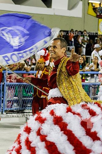 Assunto: Desfile do Grêmio Recreativo Escola de Samba Unidos do Porto da Pedra - Carlinhos de Jesus trazendo a bandeira da Portela - Enredo 2014 - Majestades do Samba: os defensores do meu Pavilhão / Local: Rio de Janeiro (RJ) - Brasil / Data: 03/2014