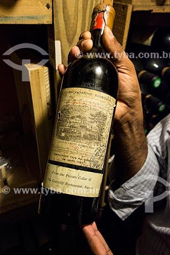 Assunto: Garrafa do vinho Chateau Lafite-Rothschild (Selection Raymond Baudouin) - safra de 1900 / Local: Bahamas - América Central / Data: 06/2013