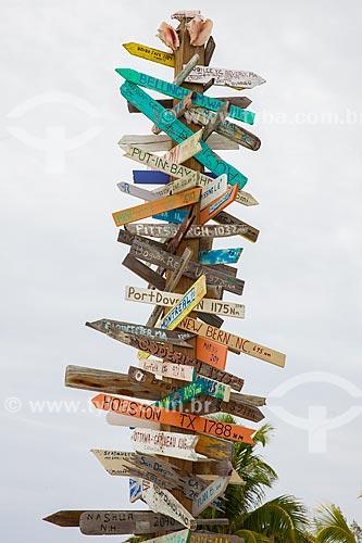 Assunto: Placa indicando diversos locais  / Local: Bahamas - América Central / Data: 06/2013