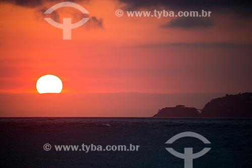 Assunto: Pôr do sol visto na Praia de Ipanema com o Costa Brava Clube ao fundo / Local: Ipanema - Rio de Janeiro (RJ) - Brasil / Data: 02/2014