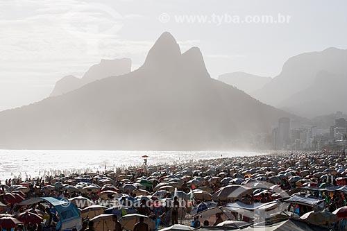 Assunto: Pôr do sol na Praia do Arpoador com o Morro Dois Irmãos a a Pedra da Gávea ao fundo / Local: Ipanema - Rio de Janeiro (RJ) - Brasil / Data: 02/2014