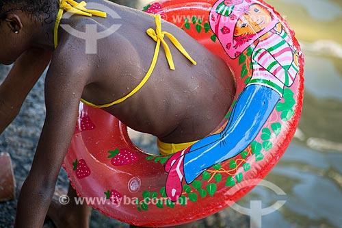 Assunto: Menina com boia na Praia da Urca / Local: Urca - Rio de Janeiro (RJ) - Brasil / Data: 01/2014