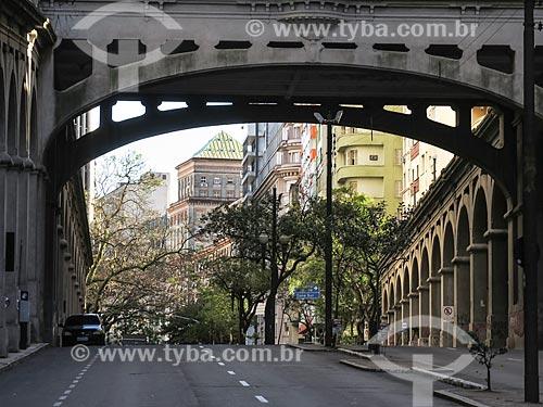 Assunto: Viaduto Otávio Rocha (1932) sobre a Avenida Borges de Medeiros / Local: Porto Alegre - Rio Grande do Sul (RS) - Brasil / Data: 03/2014