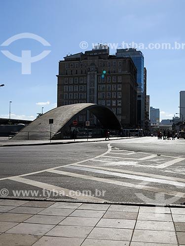 Assunto: Estação Mercado com o Palácio do Comércio (1940) ao fundo / Local: Porto Alegre - Rio Grande do Sul (RS) - Brasil / Data: 03/2014