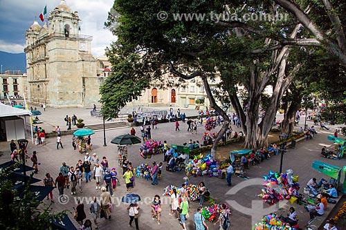 Assunto: Vista da Alameda de León com a Catedral de Nuestra Señora de la Asunción (Catedral de Nossa Senhora de Assunção) - 1733 - ao fundo / Local: Oaxaca - México - América do Norte / Data: 11/2013