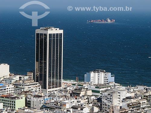 Assunto: Antigo Hotel Le Meridien - atual Hotel Windsor Atlântica - com navio cargueiro ao fundo / Local: Leme - Rio de Janeiro (RJ) - Brasil / Data: 12/2010