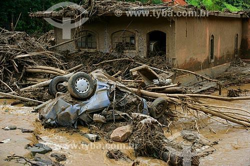 Carro e casa destruídos deslizamento de terra no Vale do Cuiabá  - Petrópolis - Rio de Janeiro - Brasil