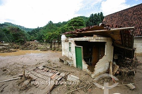 Casa destruída pelo deslizamento de terra no Vale do Cuiabá  - Petrópolis - Rio de Janeiro - Brasil