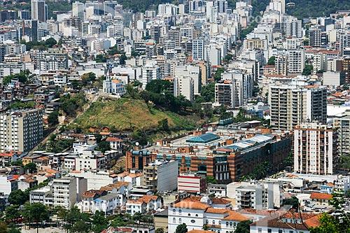 Assunto: Vista da Igreja de Santo Antônio de Lisboa e do Boulevard Rio Shopping a partir do Morro dos Macacos / Local: Vila Isabel - Rio de Janeiro (RJ) - Brasil / Data: 10/2010