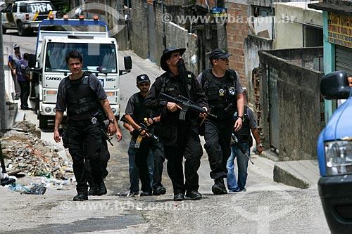 Operação policial no Complexo do Alemão dias após a implantação da Unidade de Polícia Pacificadora (UPP) com o policial Luiz da Silva Machado - também conhecido como Maluco Beleza ou Bruxo  - Rio de Janeiro - Rio de Janeiro - Brasil