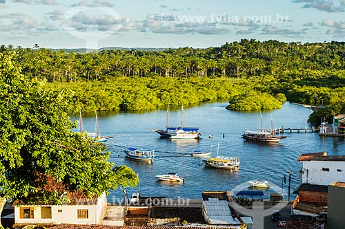 Assunto: Barcos na foz do Rio Acaraí / Local: Camamu - Bahia (BA) - Brasil / Data: 02/2014