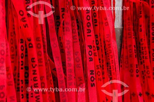 Assunto: Fitinhas vermelhas no Dia de São Jorge - Igreja de São Jorge / Local: Centro - Rio de Janeiro (RJ) - Brasil / Data: 04/2014