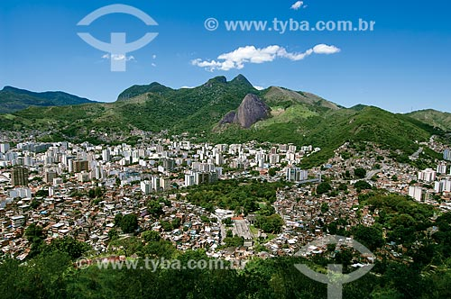 Assunto: Vista do Morro do Macaco para o Maciço da Tijuca  com morros do Andaraí à direita e a Estrada Grajaú-Jacarepaguá / Local: Vila Isabel - Rio de Janeiro (RJ) - Brasil / Data: 12/2011