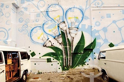 Assunto: Grafite de lâmpadas em muro da Praça do Conhecimento na Nova Brasília -Complexo do Alemão / Local: Rio de Janeiro (RJ) - Brasil / Data: 03/2012