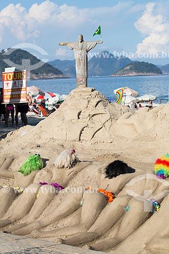 Assunto: Escultura em areia de mulheres de biquíni e Cristo Redentor com a bandeira do Brasil na Praia de Copacabana / Local: Copacabana - Rio de Janeiro (RJ) - Brasil / Data: 03/2014