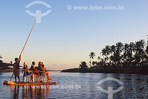 Assunto: Turistas em jangada no distrito de Imbassaí / Local: Distrito de Imbassaí - Mata de São João - Bahia (BA) - Brasil / Data: 07/2013