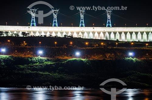 Assunto: Usina Hidrelétrica de Itaipu à noite / Local: Foz do Iguaçu - Paraná (PR) - Brasil / Data: 04/2014