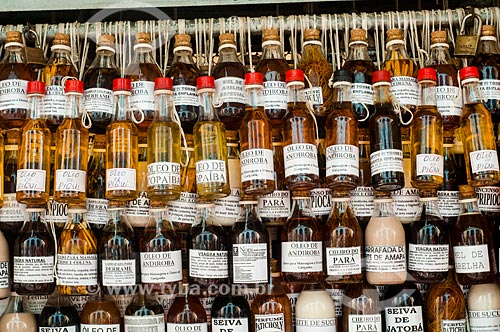 Assunto: Garrafas de ervas medicinais à venda no Mercado Ver-o-Peso / Local: Belém - Pará (PA) - Brasil / Data: 10/2010